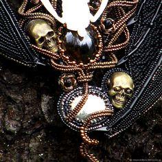 """Купить Колье """"Искушение ночи"""" - готика, череп, колье, черный, гранат, пирит, хеллоуин, кабошоны"""