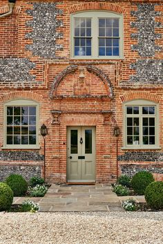 A century farmhouse that was designed by Max Rollitt with great attention to detail Max Rollitt House Oxfordshire English Country Style, English Countryside, Timber Cladding, Cottage Exterior, Brick And Mortar, London House, Construction, Brickwork, Farmhouse Design