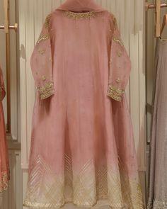 Pakistani Fashion Party Wear, Pakistani Party Wear Dresses, Shadi Dresses, Pakistani Dress Design, Bridal Dresses, Pakistani Suits, Indian Suits, Punjabi Suits, Indian Wear