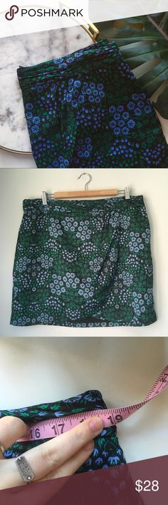 """Banana Republic•Floral Faux Wrap Skirt Super sweet springy skirt! Size 14. Waist measures 38"""" & length is 18.5"""". Skirt style is faux wrap or tulip. Material is like a hammered silk. 🌸🌱✨ Banana Republic Skirts"""