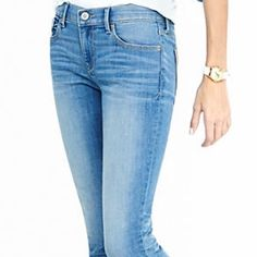 """Express Jegging Preowned Express Jegging in good condition. These are short! The inseam is 27"""". I'm 5""""3 and they hit right at the ankles. 61% cotton, 31% polyester 2% spandex (pic 1 for modeling purposes) Express Jeans Skinny"""
