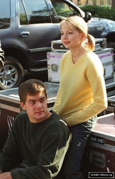 Joshua Jackson and Michelle Williams on set. Joey Dawson's Creek, Dawson Creek, Best Tv Shows, Favorite Tv Shows, 2000s Tv Shows, Vancouver, Pacey Witter, Jackson, The Wb