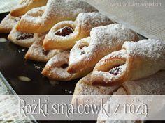 Trzeci Talerz: Rożki smalcówki z różą My Favorite Food, Favorite Recipes, First Communion Cakes, Polish Recipes, Polish Food, Onion Rings, No Bake Cookies, Biscotti, Deserts