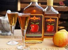Zdjęcie: Nalewka jabłkowa korzenna Non Alcoholic Drinks, Beverages, Irish Cream, Wine Decanter, Hot Sauce Bottles, Preserves, Food And Drink, Homemade, Baking