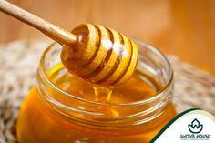 Do słodzenia produktów lepiej jest wybrać miód niż cukier. W skład miodu wchodzą cukry proste (fruktoza i glukoza), które są łatwo przyswajalne przez organizm. Miód zawiera także białka od, fosfor, magnez, żelazo, witaminy z grupy B i witaminę C. Miód pozytywnie wpływa na nasz organizm, zwiększa odporność organizmu, usuwa zmęczenie, a także przyspiesza rekonwalescencję. Warto więc zamiast cukru do herbaty czy ciasta użyć miodu!