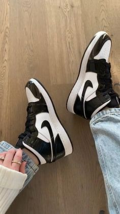 Popular Nike Shoes, Cute Nike Shoes, Black Nike Shoes, Nike Air Shoes, Jordan Shoes Girls, Girls Shoes, Trendy Shoes, Casual Shoes, Sneakers Fashion