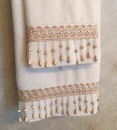 Decorative Hand Towels Set of 2 by RexannasCreations on Etsy Tambour Embroidery, Embroidery Patterns, Sewing Crafts, Sewing Projects, Decorative Hand Towels, Towel Crafts, Luxury Towels, Hand Towel Sets, Shabby Chic