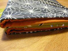 Tuto pochette porte-cartes - * * * Le Blog de ValèrIdées * * * Coin Purse, Wallet, Purses, Blog, Sewing Tutorials, Patterns, Sewing For Beginners, Beginner Sewing Projects, Handbag Tutorial