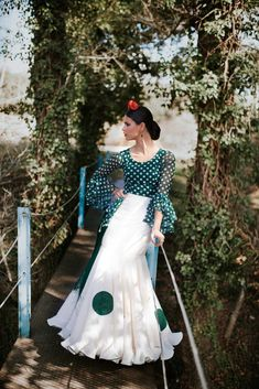 Trajes de flamenca 2018. Colección Salinas Fashion Now, Indian Fashion, Retro Fashion, Fashion Outfits, Yes To The Dress, Dress Up, Flamenco Costume, Spanish Fashion, Skirt Outfits