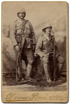 The bad hat aside both men are clearing members of the mounted infantry that played such an important role in British military operations during the Anglo-Boer War. Military Photos, Military History, Victorian Photography, British Armed Forces, Age Of Empires, Military Operations, British Colonial, African History, British Army