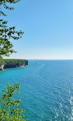 michigan hiking trails. things to do in michigan. upper peninsula, up north. midwest road trip. lake superior. national park vacation. pictured rocks national lakeshore. great lakes vacation. adventure travel vacation ideas. usa travel destinations. united states. america. Michigan Vacations, Michigan Travel, Vacation Trips, Vacation Ideas, States America, United States, North Country Trail, Pictured Rocks National Lakeshore, Picture Rocks