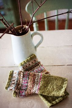 beautiful! this would be a great way to use up the little bits of leftover handspun.