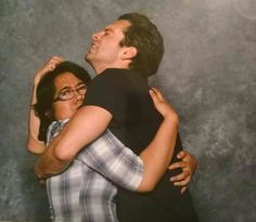 *SQUEEZE* Sebastian with a fan at Wizard world Comic Con 2014
