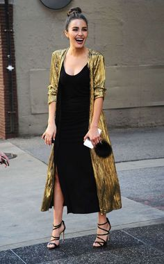 Olivia Culpo Looks Stylish in Gold Overcoat While Out in Los Angeles - fashion beauty Look Fashion, Fashion Beauty, Fashion Outfits, Womens Fashion, Fashion Trends, Fashion Black, Elegant Fashion Style, Net Fashion, Kimono Fashion