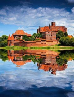 Castle in Malbork was built in Prussia by the Teutonic Order as an Ordensburg. The castle is a classic example of a medieval fortress, and is the world's largest brick Gothic castle. Beautiful Castles, Beautiful World, Beautiful Places, Amazing Places, Gothic Castle, Medieval Castle, Places Around The World, Around The Worlds, Malbork Castle