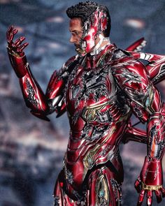 Please swipe for more images.Check out this awesome customized battle-damaged look to the scale Iron Man armour based on the end scene of Endgame Marvel Comics, Marvel Comic Universe, Marvel Art, Marvel Heroes, Iron Man Avengers, Avengers Art, Iron Man Photos, Iron Man Art, Marvel Images