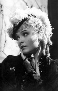 Anna Sten - by George Hurrell - Nana Old Movie Stars, Classic Movie Stars, Divas, Vintage Hollywood, Classic Hollywood, Hollywood Icons, Hollywood Actresses, Anna, George Hurrell
