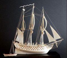 Maquette de vaisseau en ivoire, Dieppe, début du 19ème siècle, spectaculaire maquette de vaisseau en ivoire, dotée de 74 canons, a été adjugée pour 17 447 Euro (1). Très finement travaillé, ce navire, accompagné de son petit canot, était présenté sous voiles, sabords ouverts et canons à poste ; sur le pont étaient figurés de nombreux marins et officiers. Cette maquette avait été créée à Dieppe, au XIXe siècle. « En effet, la ville de Dieppe est restée trois siècles durant le haut lieu du…