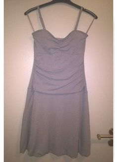 Stříbrné šaty s odnímatelnými ramínky s balónovou sukní