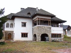 conac Dobrita Traditional House, Romania, Muse, Garden Ideas, House Design, House Styles, Home Decor, Houses, Places