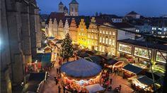 Viele Besucher schätzen die Kulisse und Tradition in Osnabrück. So haben auch ausländische Besucher den historischen Markt für sich entdeckt. Foto: Jörn Martens