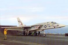 Designed as a Carrier borne Nuclear bomber the Vigilante was fast.One of the planes at that time that could do When the Vietnam war began and the North Vietnamese Air defenses were bolstered by. Us Navy Aircraft, Us Military Aircraft, Military Jets, Drones, Photo Avion, Us Navy Ships, Military Pictures, Flight Deck, Aircraft Carrier