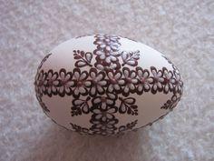kraslice a svíčky: kraslice husí Porcelain Clay, Cold Porcelain, Fabrege Eggs, Egg Shell Art, Easter Egg Designs, Dot Art Painting, Easter Projects, Egg Art, Egg Shape