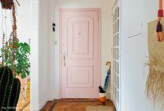 01-decoracao-apartamento-colorido-porta-pintada-de-rosa