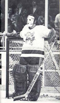 Bruins Hockey, Hockey Goalie, Hockey Teams, Hockey Players, Hockey Stuff, Stars Hockey, Goalie Mask, Nhl News, Sports Uniforms