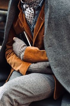 Gray and brown layers/ this looks very hobo chic, I like it - Men's style, accessories, mens fashion trends 2020 Hobo Chic, The Sartorialist, Look Fashion, Winter Fashion, Mens Fashion, Street Fashion, Milan Fashion, Fashion Coat, Classy Fashion