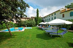 La Tinassara - Lazise ... Garda Lake, Lago di Garda, Gardasee, Lake Garda, Lac de Garde, Gardameer, Gardasøen, Jezioro Garda, Gardské Jezero, אגם גארדה, Озеро Гарда ... Probably for somebody the Garda Lake is known only because of so many camping places, but may be those people doesnt La Tinassara. The owner Sig. Giuseppe, together with his swiss wife, have restructurate the house which was the old summer residence of the bishop from Verona, build i