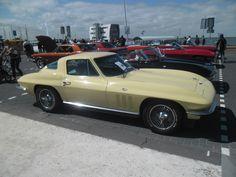 1965 - Chevrolet Corvette Stingray - side