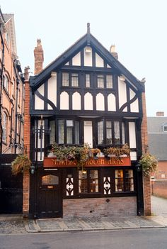 Pub in Chester / Cheshire / UK - photograph by L. Hewitt Chester Cheshire, Chester City, Uk Pub, Timber Buildings, Roman City, London Architecture, Timber House, Tudor Style, Beautiful Castles
