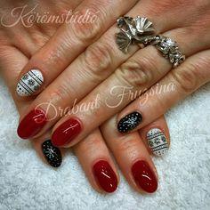 #nails #nail #xmas #xmasnails #christmasnails #christmas #rednails #nails #nail #műköröm #mukorom #műkörmös #géllakk #gellakk #gellac #nailart #naildesign
