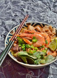 Recipe: Bún riêu (Vietnamese rice noodle dish) Vietnamese Rice, Noodle Dish, Rice Noodles, Dishes, Live, Ethnic Recipes, Food, Meal, Eten