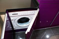 Si vas a poner la lavadora en la cocina, mejor si es integrada, pasará totalmente desapercibida en el nuevo diseño de tu cocina Laundry Room, Washing Machine, Home Appliances, Deco, Random, Kitchen Design, Kitchens, Washers, Dishwashers