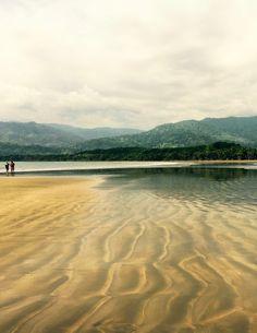 Lorsque la marée se retire au parc national de la Ballena, la Punta Uvita se dévoile dans un décor de toute beauté...  http://www.petits-voyageurs.fr/les-parcs-nationaux-du-costa-rica/