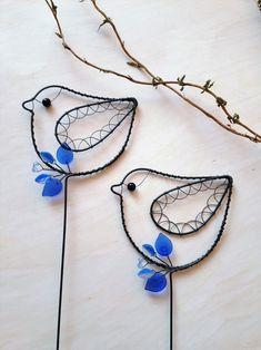 Ptáček tmavomodrý - zápich / Zboží prodejce Nanele | Fler.cz Garden Ornaments, Wire Work, Shiva, Turquoise Necklace, Craft Projects, Crafts, Animals, Jewelry, Wood