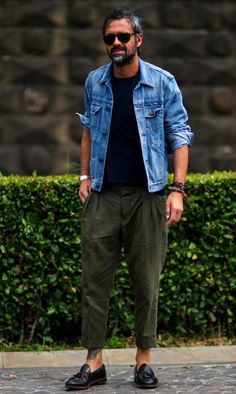 If you want to look casual for the street style you use t-shirts and pants with a jacket above it is a casual look but still chic for men over Sneakers will never fail to style your way. Fashion Moda, Look Fashion, Mens Fashion, Fashion Spring, Fashion Beauty, Looks Style, Casual Looks, Chic For Men, Linen Suits For Men