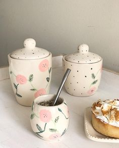 Pottery Painting Designs, Pottery Designs, Paint Designs, Ceramic Pots, Ceramic Clay, Ceramic Painting, Pottery Mugs, Ceramic Pottery, Pottery Art