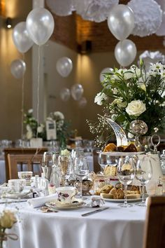 A Romantic & Classic Floral Wedding
