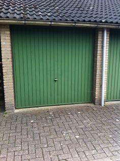 Deze deur is nooit geschilderd sinds de bouw in 1976! Kiep- kanteldeuren komen nog veel voor. Voor moderne deuren: www.top-level.nl