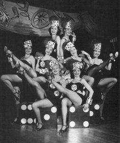 Vintage 1948 Las Vegas Photo ~ Dancing Dice Showgirls from the old El Rancho Casino on the Las Vegas Strip. Vegas Showgirl, Showgirl Costume, Cabaret, Las Vegas Show Girls, Old Vegas, Las Vegas Photos, Vintage Burlesque, Vegas Party, Vegas Fun