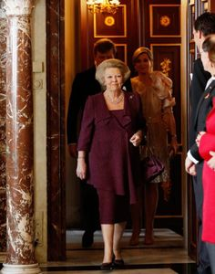 4/30/13. Queen Beatrix of the Netherlands abdicates: Thousands of Dutch turn out to see monarch sign away her throne | Mail Online