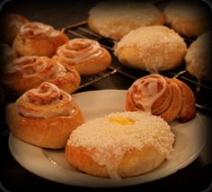 "Cinnamon rolls and norweigan ""schoolbread"" Cinnamon Rolls, Muffin, Cakes, Breakfast, Recipes, Food, Blogging, Morning Coffee, Cake Makers"