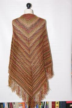 Großes gehäkeltes Dreieckstuch von mamafriedasmachBar auf DaWanda.com Mantel, Crochet Top, Etsy, Fashion, Hand Crochet, Jackets, Gowns, Seasons Of The Year, Moda
