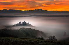 Ce cliché a été pris par Alberto Di Donato et nous montre à quel point l'Italie regorge de lieux magnifiques, telles que les collines de San Quirico d'Orcia, petite commune de Toscane.