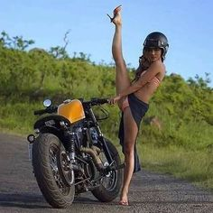 Beautiful Girls With Cars and Motorcycles - Bellas Mujeres Con Coches y Motos - Girls Washing Cars - Cars - Coches - Bikes - Motos E Biker, Lady Biker, Biker Chick, Biker Girl, Suzuki Gs 500e, Honda Cbr 600 Rr, Moto Enduro, Gs 1200 Adventure, Pin Up Girls