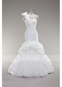 reinen weißen Brautkleid für den Herbst Wedding Dresses With Flowers, Bridal Dresses, Tulle Wedding, Mermaid Wedding, Strictly Weddings, Satin Tulle, Plus Size Wedding, Bridal Boutique, Wedding Styles