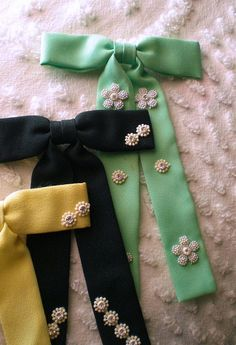 Pretty Bowties...I need to attempt to make these!!!
